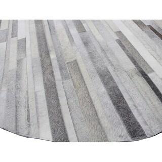 Hunter Grey Hand-woven Leather Round Chevron Rug