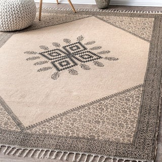nuLOOM Handmade Flatweave Natural Fiber Jute and Cotton Tribal Clover Beige Tassel Rug (5' x 8')