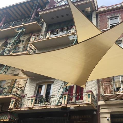 ALEKO Triangular Sun Sail Shade Net UV Block Fabric 16 X 16 X 16 Foot