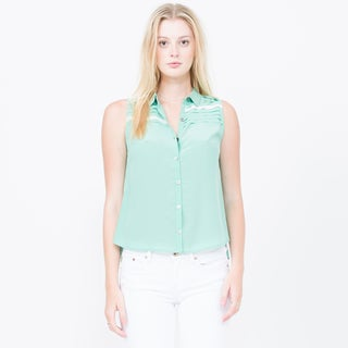 Qi Sleeveless Collared Button Up