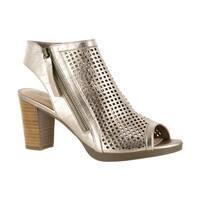Bella Vita Women's Lenore Beige Sandals