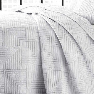 City Scene Maze White Quilt Set