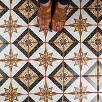 SomerTile 11.75x11.75-inch Harmony Aurelius Marron Porcelain Mosaic Floor and Wall Tile (10 tiles/9.79 sqft.)