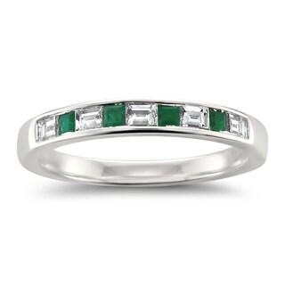 Montebello Jewelry 14k White Gold 1 2ct TDW White Diamond And Green Emerald Wedding Band H I VS2