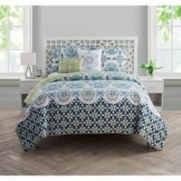 VCNY Home Vandeliss Reversible Quilt Set