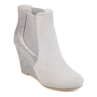 Journee Collection Women's 'Linae' Round Toe Wedge Booties