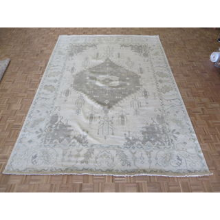 Hand-knotted Oushak Ivory Wool Oriental Rug (10'1 x 13'11)