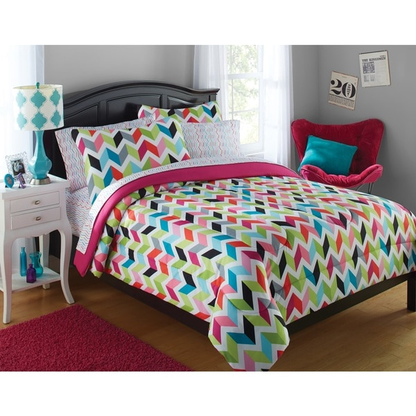 Formula Bright Chevron 8-piece Bed in a Bag Set