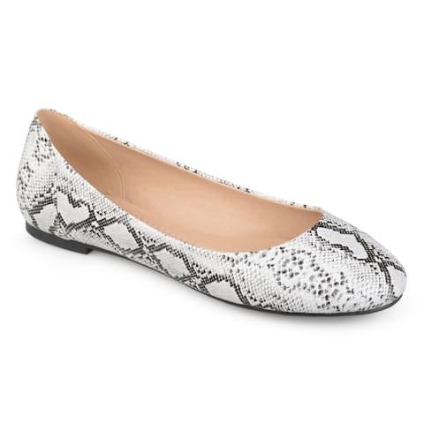 Journee Collection Women's 'Kavn' Round Toe Comfort-sole Flats