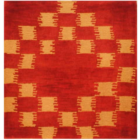 Handmade One-of-a-Kind Tibetan Wool Rug (India) - 2'2 x 2'3