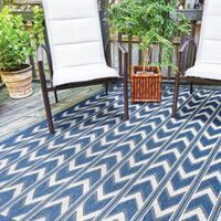 Alfresco Chevron Blue Indoor/Outdoor Rug (5'3 x 7'5)