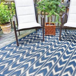Alfresco Chevron Blue Indoor/Outdoor Rug (6'7 x 9')