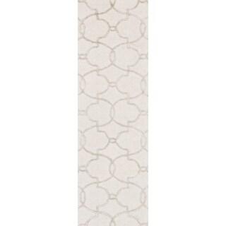 Hand-hooked Carolyn Ivory/ Silver Trellis Rug (2'3 x 7'6)