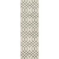 Hand-hooked Carolyn Ivory/ Grey Curved Trellis Rug - 2'3 x 7'6