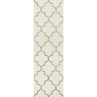 Hand-hooked Carolyn Ivory/ Sage Moroccan Trellis Rug (2'3 x 7'6)