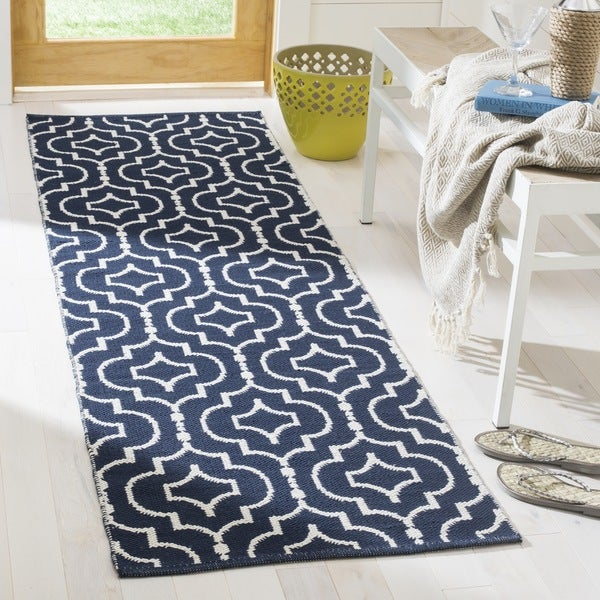 Safavieh Montauk Contemporary Hand-Woven Cotton Navy/ Ivory Runner Rug - 2'3 x 7'