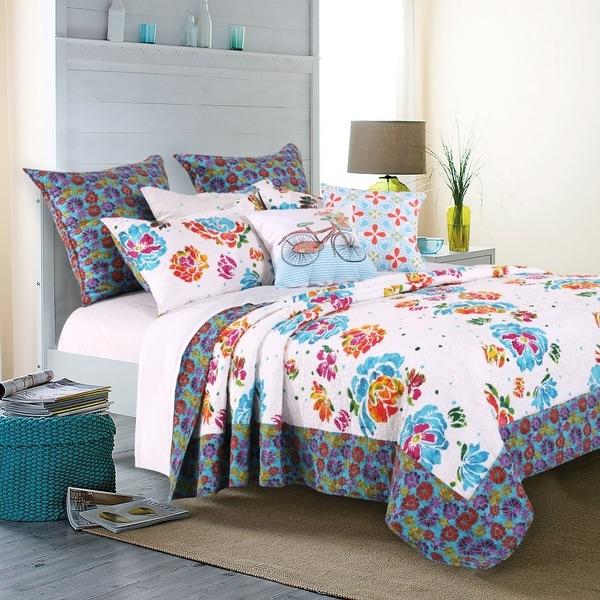Barefoot Bungalow Ravey Bonus Quilt Set with Throw Pillows