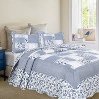 Oversized Periwinkle Dash Quilt with Standard Pillow Shams Set