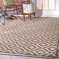 nuLOOM Indoor/Outdoor Moroccan Geometric Diamond Beige Rug (7'6 x 10'9)