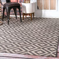 nuLOOM Indoor/Outdoor Moroccan Geometric Diamond Grey Rug