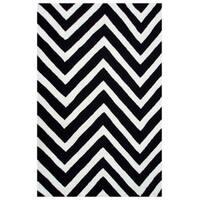 The Rug Market Gamma Black/ White Acrylic Area Rug (8' x 10')