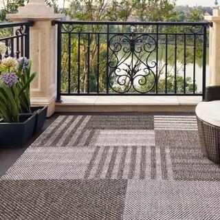 Alfresco Geometric Blocks Grey Indoor/ Outdoor Rug (5'3 x 7'6)