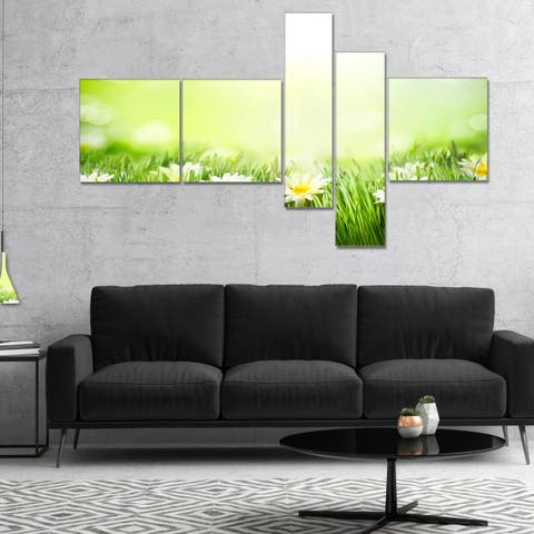 Designart 'Spring Meadow with Daisies' Abstract Canvas Wall Art - Green