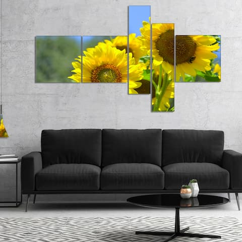 Designart 'Beautiful Sunflowers View' Floral Canvas Art Print - Multi-color