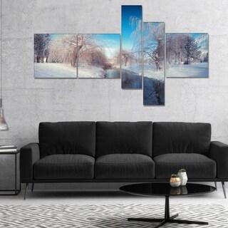 Designart 'Amazing Winter in City Park' Large Landscape Canvas Art Print