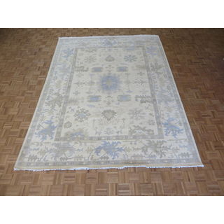 Hand-knotted Oushak Ivory Wool Oriental Rug (9'0 x 11'10)