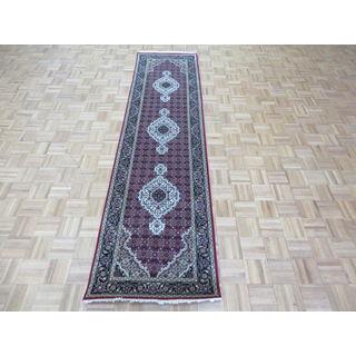 Hand-knotted Mahi Tabriz Red Wool and Silk Oriental Rug (2'7 x 9'9)