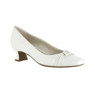 Easy Street Women's Waive Pump With Pleated Overlay (White)