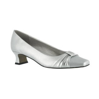 Easy Street Women's Waive Pump With Pleated Overlay (Silver)