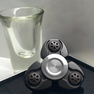 Black Zinc Alloy Hand Spinner Clover Fingertip Autism Recovery Decompression Toy