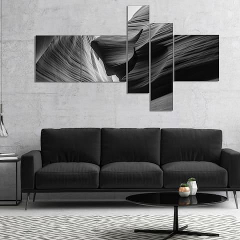 Designart 'Lower Antelope Canyon' Landscape Photo Canvas Art Print - Black