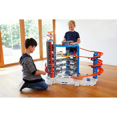 Hot Wheels Super Ultimate 140-Car Storage Garage Playset