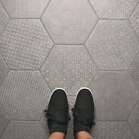SomerTile 10x11.5-inch Moonstone Hexagon Melange Grey Porcelain Floor and Wall Tile (9 tiles/5.92 sqft.)