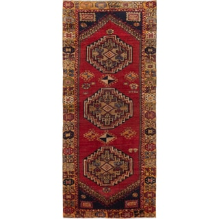 eCarpetGallery Red Wool Hand-knotted Caucasus Shirvan Rug (4'x9'3)