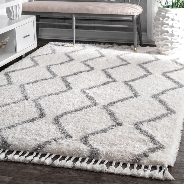 nuLOOM Soft and Plush Cloudy Moroccan Chevron Shag Tassel Grey Rug - 5' x 8'