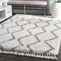 nuLOOM Soft and Plush Cloudy Moroccan Chevron Shag Tassel Grey Rug - 8' x 10'
