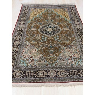 EORC Qum Goldtone Silk Hand-knotted Traditional Floral Rug (4'6 x 7')