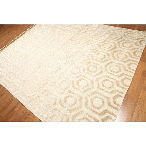 Tibetan Tone-on-tone Beige Hand-knotted Wool/ Silk High-low Pile Rug (8'x10')