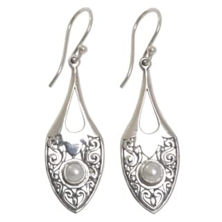 Handcrafted Sterling Silver 'Catch the Moon' Cultured Pearl Earrings (4 mm) (Indonesia)