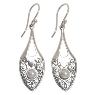 Handmade Sterling Silver 'Catch the Moon' Cultured Pearl Earrings (4 mm) (Indonesia)