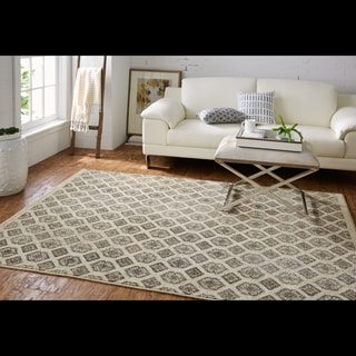 Mohawk Studio Majorca Beige/Brown Ornamental Area Rug (5'3 x 7'10)