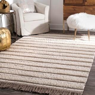 nuLOOM Handmade Contemporary Wool Raised Solid Stripes Tassel Ivory Rug (5' x 8')