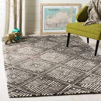 Safavieh Handmade Cambridge Ivory/ Charcoal Wool Rug - 5' x 8'
