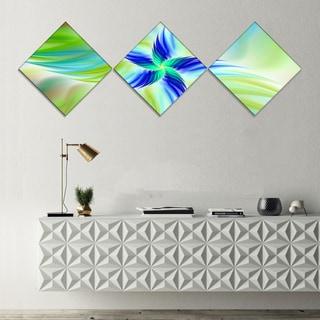 Designart 'Huge Rotating Green Flower' Floral Canvas Art Print - 3 Diamond Canvas Prints