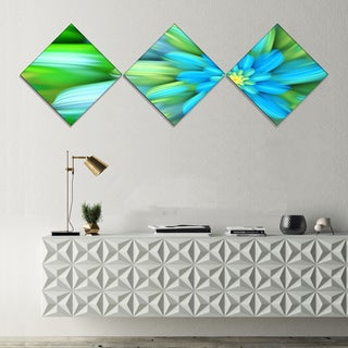 Designart 'Massive Green Fractal Flower' Floral Canvas Art Print - 3 Diamond Canvas Prints