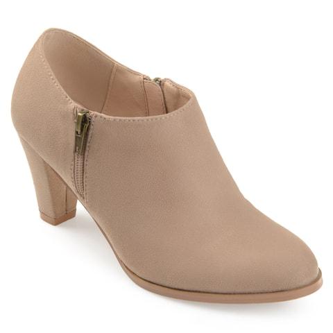 Journee Collection Women's 'Sanzi' Comfort-sole Low-cut Ankle Booties